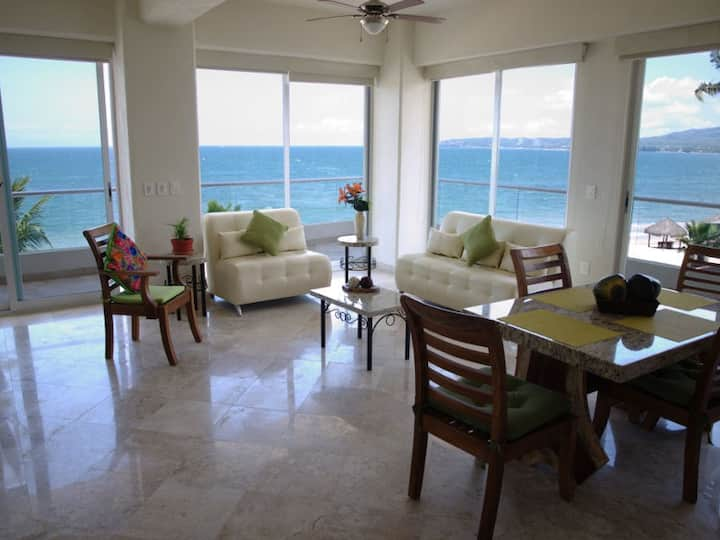 Condo level 2 Oceanfront Two Bedroom, Parking