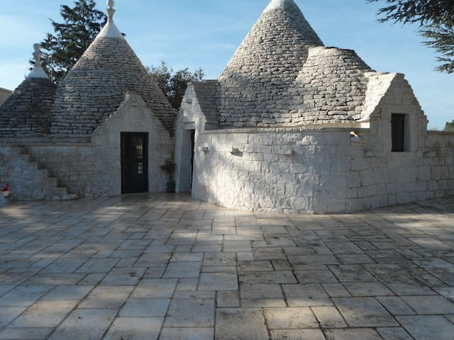 Cisternino trulli relax in valle d'itria - Cisternino - House