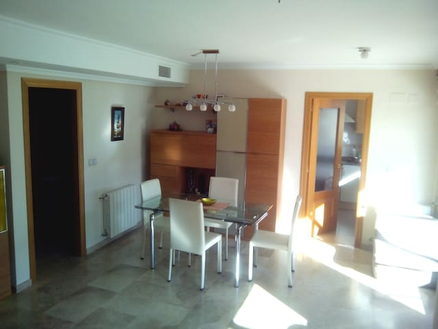 MODERN FLAT WITH POOL AND TERRACE - València - Huoneisto