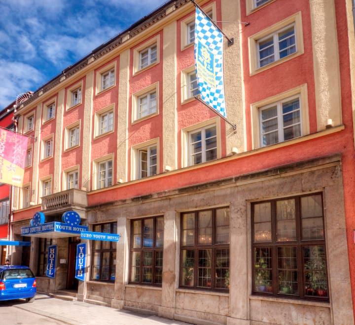 Doppelzimmer mit Etagenbad im Hostel, Innenstadt