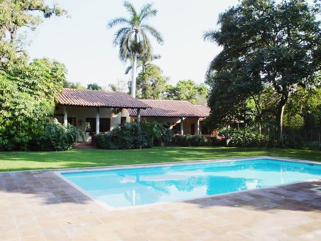 Casa TICU, Manantial
