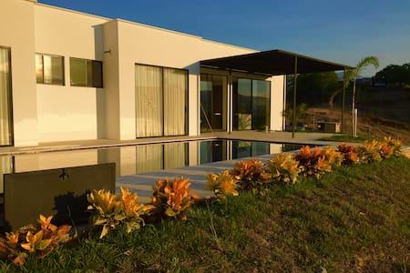 Casa moderna carmen de apicala colo