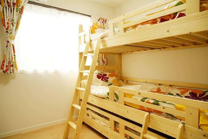 新築物件☆家族で広々の3LDK!子供が喜ぶ二段ベッドあり!ビーチまで徒歩4分の名護ガーデン