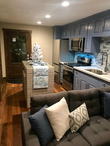 one bedroom unit w/fireplace/hot tub & great views