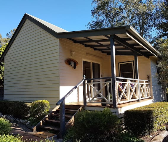THE PADDOCKS , MALENY. Escape to the Country