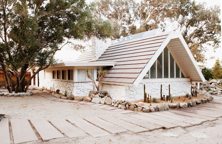 A-FRAME 10 MINUTES FROM DOWNTOWN PALM SPRINGS
