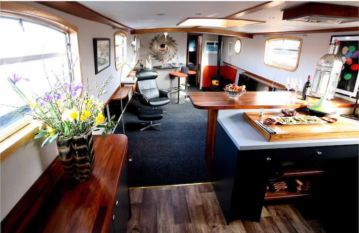 Luxury Boatel on the River Shannon