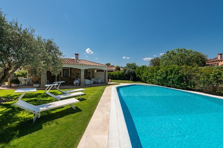 """Beautiful Holiday Home """"Complesso Vittoriano"""" close to the Beach with Wi-Fi, Air Conditioning, Terrace, Garden & Pool; Parking Available, Wheelchair-Accessible"""