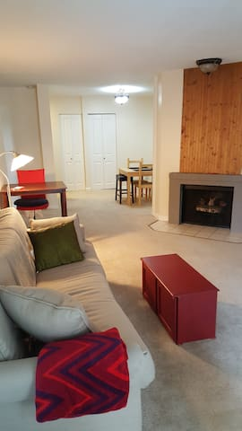 Downtown Redmond - Comfy and Close to Everything! - Redmond - Apto. en complejo residencial