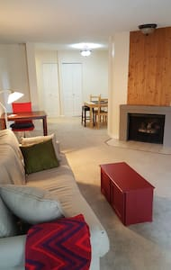 Downtown Redmond - Comfy and Close to Everything! - Redmond - Condominium