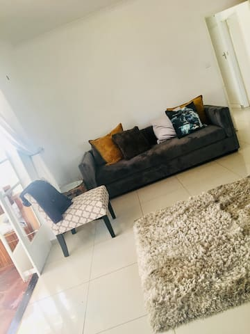 Harare Airport beautiful and cosy 2 bed bungalow