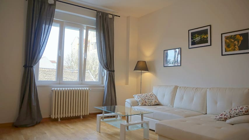 Central 85m apartment  with 2 bedrooms