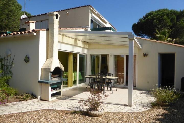 Villa au calme, quartier de la pinède, parking, piscine. Cap d'Agde