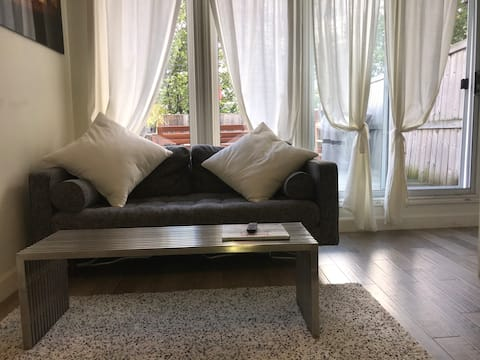 Modern 1 Bedroom Apartment with Patio