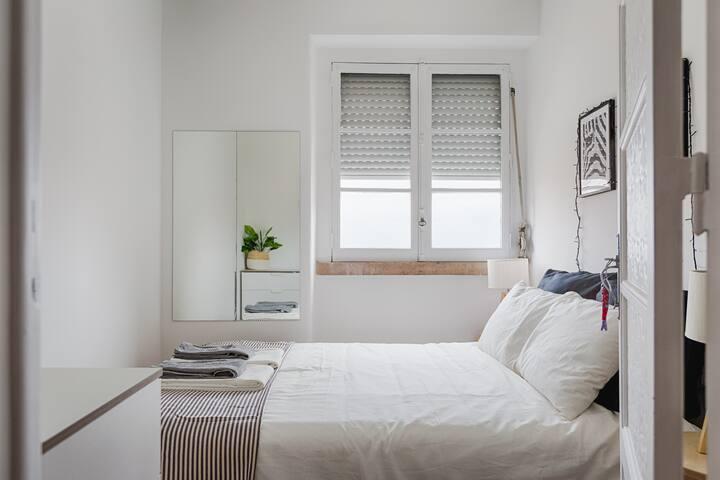 River View private double bedroom in Graça 2