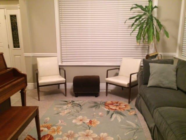 Nice, comfortable home with large backyard. - Mapleton
