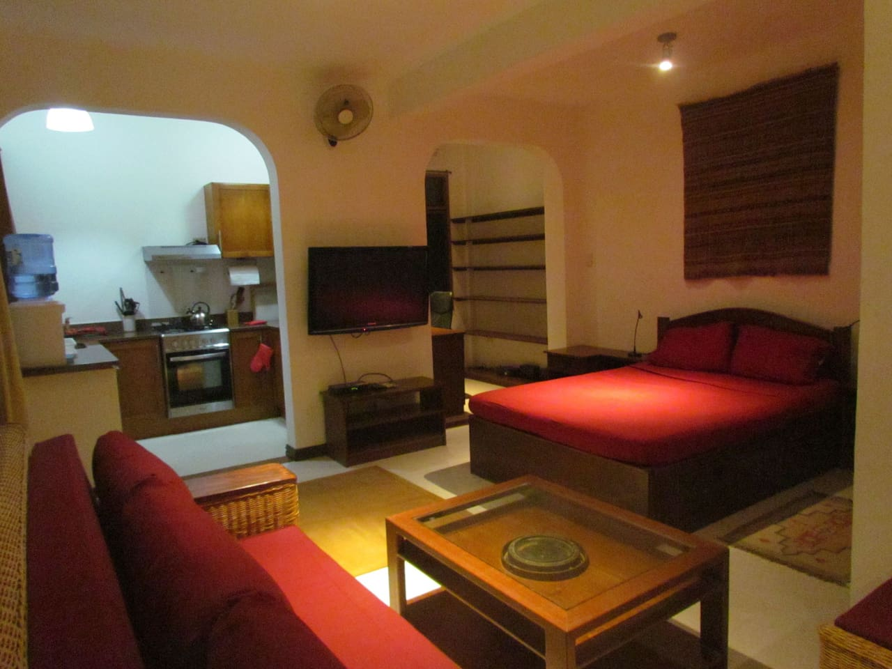 High quality studio, with kitchen, bed, sofa, TV, wifi and small office