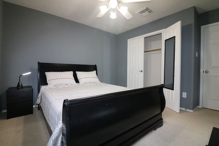 Clean Quiet Queen Size Private Room in Houston TX
