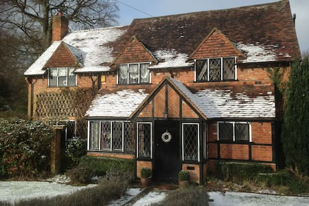 Beautiful cosy country home, near London