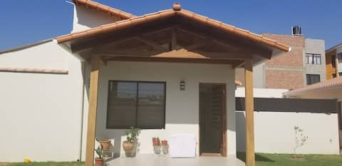 Habitación moderna y amplia  en casa familiar