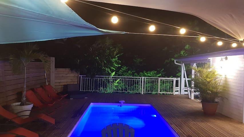 Chez Launvineth piscine, forêt tropicale, rivière