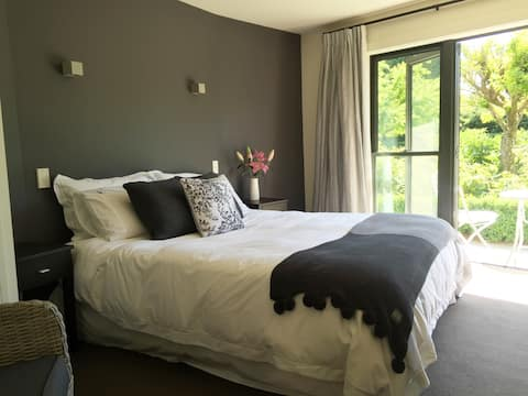 The Octagon - Private Bedroom with Ensuite