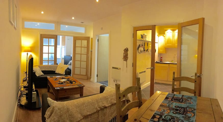 SAMS' PLACE PERFECT COSY APARTMENT - บริสตอล