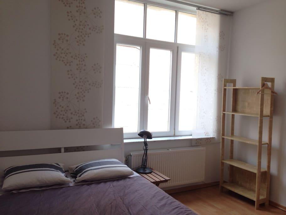 chambre de 12m2 avec wifi bureau flats for rent in li ge wallonie belgium. Black Bedroom Furniture Sets. Home Design Ideas