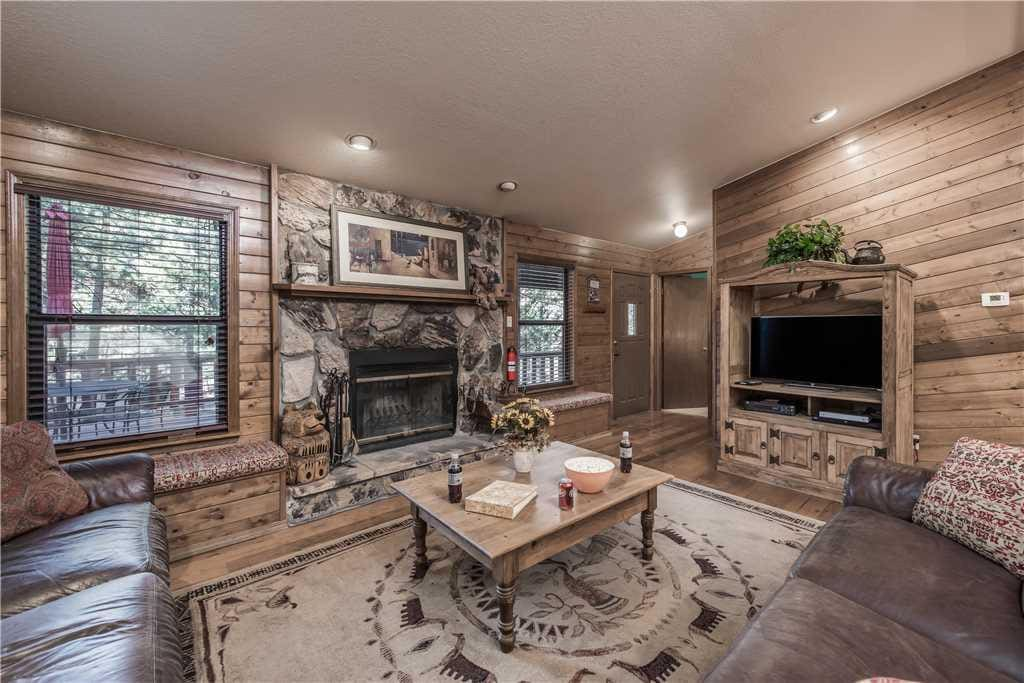 Enjoy the spacious living room, there's room for all!