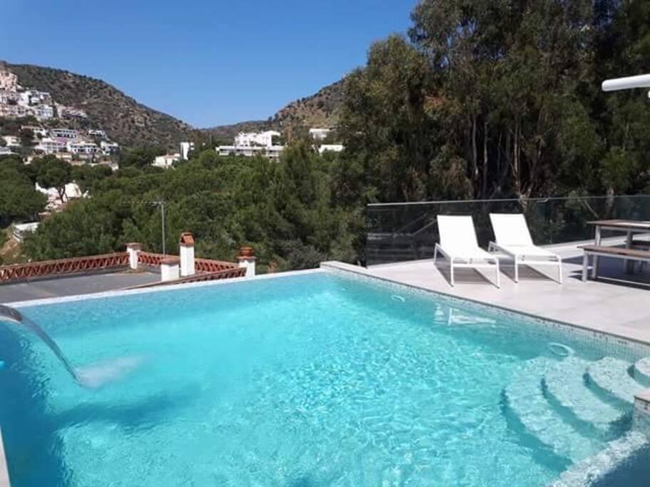 piscine + espace de relaxation