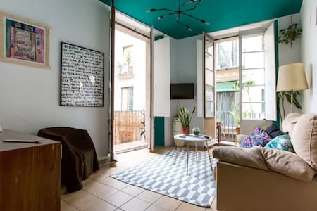 cute cozy room in a lovely spacious apartment - Barcelone - Appartement
