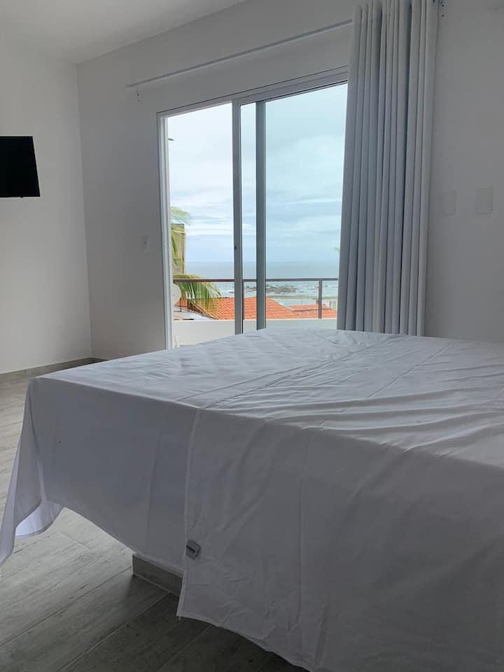 Apartamento com varanda (1a praia)
