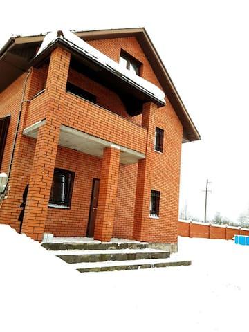 Коттедж 3 этажный 17 спальных мест Кузмолово ЛО - Kuzmolovo