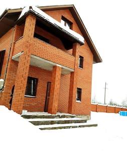 Коттедж 3 этажный 17 спальных мест Кузмолово ЛО - Kuzmolovo - House