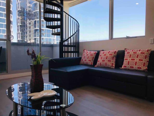Beautiful one bedroom loft at the city edge