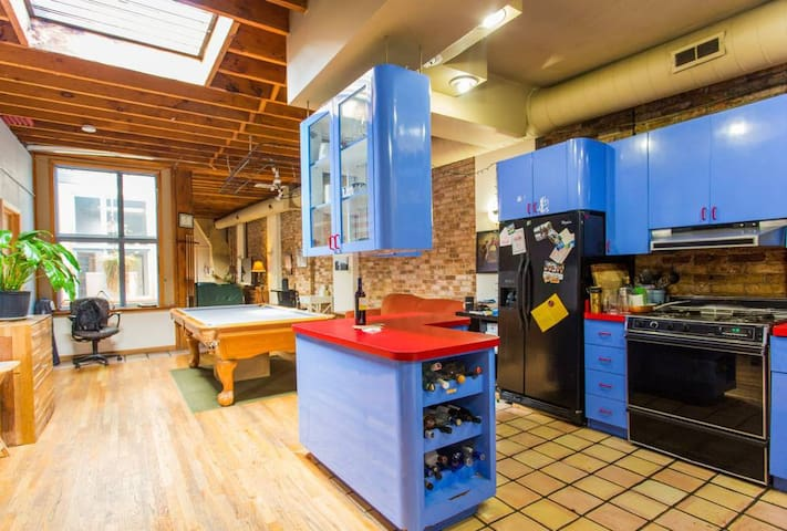 Huge Wicker Park Loft - Easy Transportation