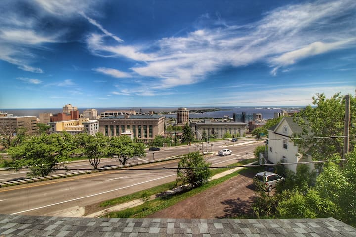 Mesaba Place 1b - Stunning lake and city views!