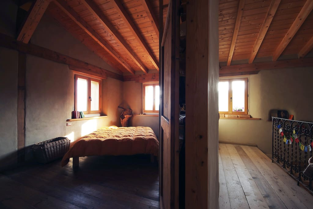 Casa di paglia ai piedi del castello di canossa case in for Casa di 2000 piedi quadrati