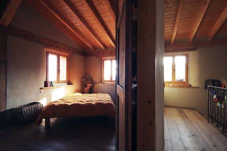CASA DI PAGLIA ai piedi del Castello di Canossa - Canossa - Appartement