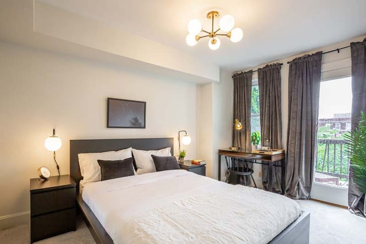 Spacious Queen Room in Columbia Heights