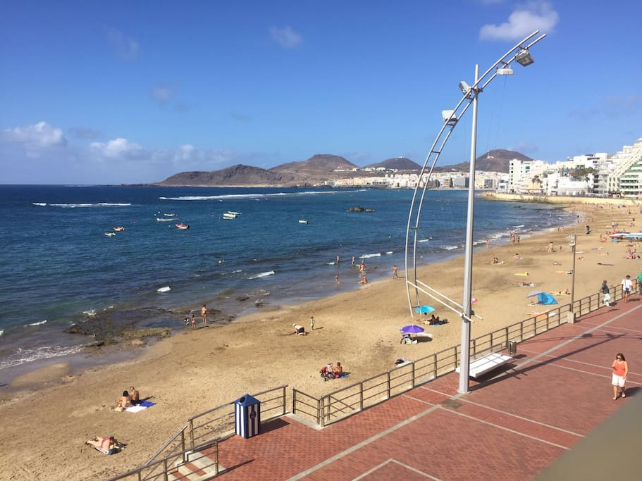 Piso con piscina en primera linea playa canteras for Piscina las palmas
