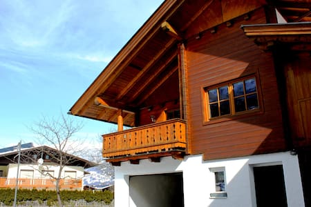 gemütliches Haus in Lavant - Lavant - Huis
