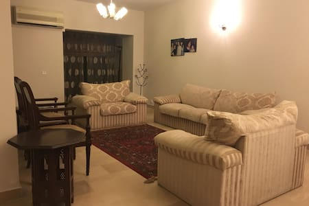 2200 Sqft. Cozy 3 bed apartment located in F-10 - Islamabad - Departamento