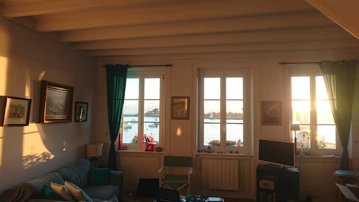 Charming duplex apartment on the port of Barfleur