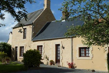 Ferienhaus mit Garten in Strandnähe - Etreham - บ้าน