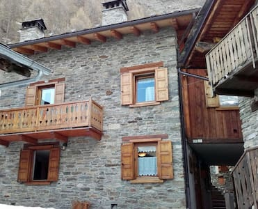 Casa di montagna immersa nella natura - Melignon - อพาร์ทเมนท์