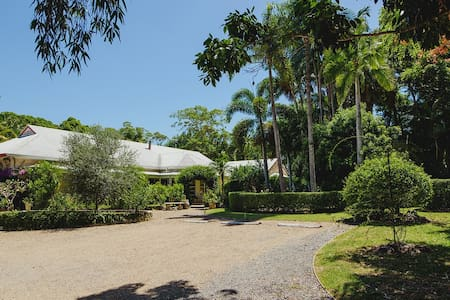 The Manor - Noosa Eumundi Homestay