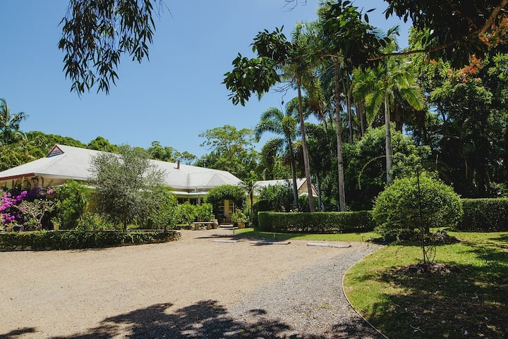 The Manor - Noosa Eumundi Homestay
