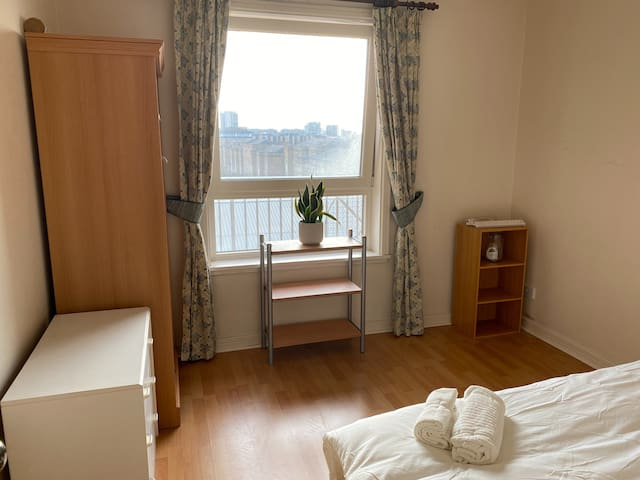Private Bedroom + private Bathroom by Canary Wharf