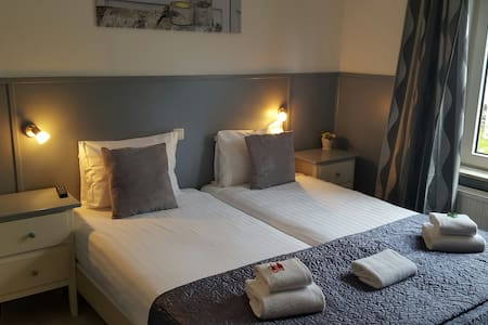 Twin room. Hotel Dupuis, Valkenburg - Bed & Breakfast